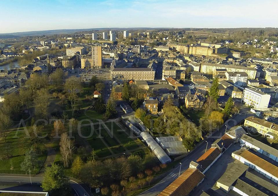 Ville de Sedan en vue aérienne par drone