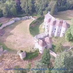 Vue aérienne du château d'Harcourt par drone en Normandie