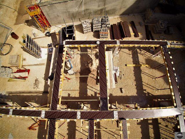 Vue aérienne détaillée d'un chantier du bâtiment
