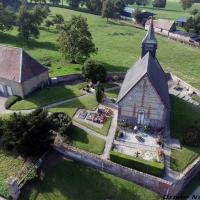 Vue aerienne eglise, photo village par drone