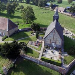 Vue aerienne eglise, photo village par drone