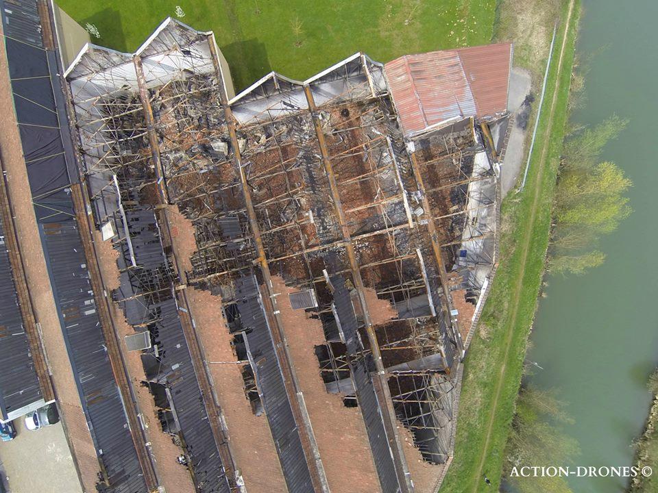 Vue aérienne par drone d'un incendie pour assurance