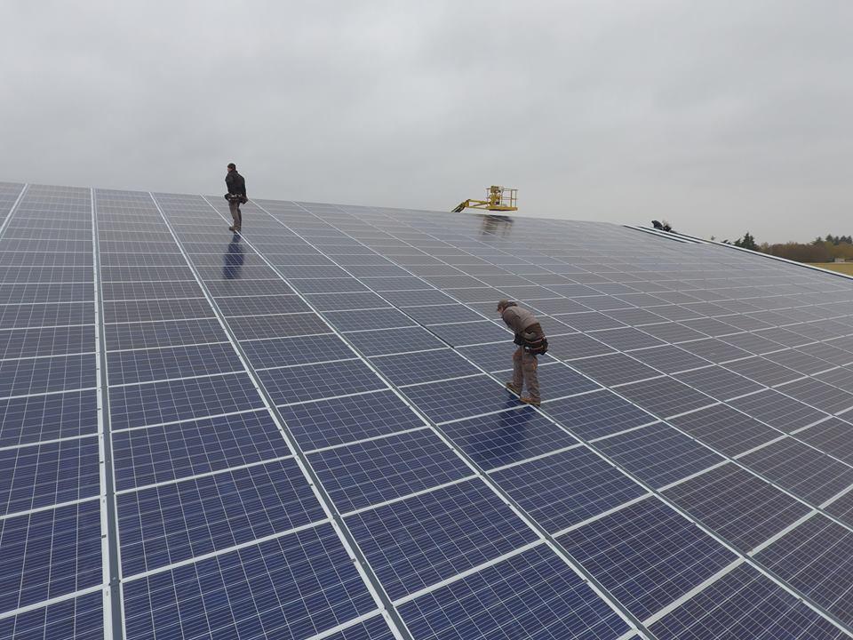Vue aérienne pour professionnel des panneaux solaires