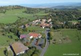Village d'Auvergne vue du ciel par drone