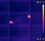Cellules défectueuses de panneaux solaires vue en thermographie aérienne