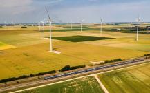 Champs d éoliennes en Eure et Loir photographie de drone