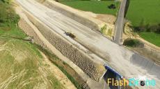 Contrôle d'un chantier de travaux publics en vue aérienne