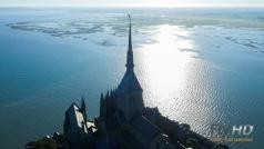 Couche de soleil sur le mont Saint Michel photo de drone