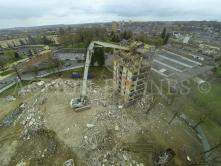 Démolition bâtiment en vue aérienne par drone