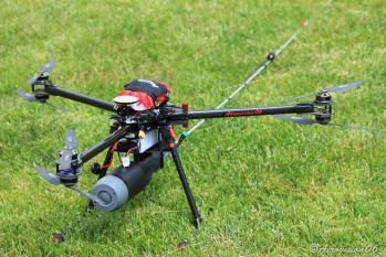 Drone tueur de frelons équipé de sa lance