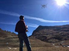 Vidéo aérienne par entreprises de pilotes de drone professionnel