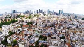 Prise de vue aérienne d'agglomération filmé par un drone