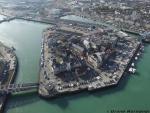 Le port d un village photographier du ciel par drone