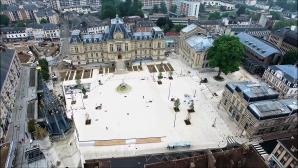 Mairie d'Évreux et sa place pendant les travaux en vue aérienne