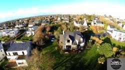 Maison en vue aerienne photographiee par drone