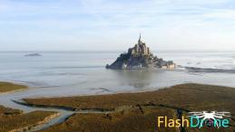 Mont Saint Michel en vue aérienne dans la Manche