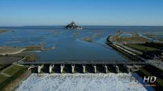 Mont Saint Michel et son barrage en vue aérienne