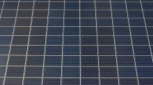 Photo aérienne de panneaux solaires photovoltaïques