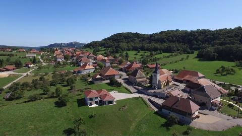 Photo aérienne village de Bourgogne-Franche-Comté