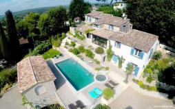 Photo aérienne d une maison photographiée par un drone