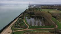 Photo aerienne de honfleur la seine et le pont de normandie