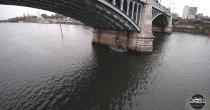 Photo aérienne détail d'inspection de pont sur la Seine par drone