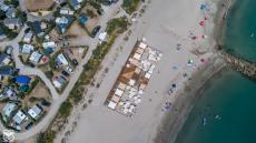 Photo aérienne par drone d une paillote bord de mer Hérault