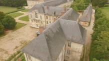Photo aérienne par drone de toitures en ardoises