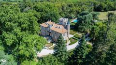 Photo aérienne d'une demeure par pilote de drone professionnel