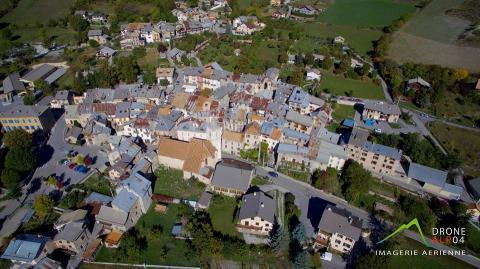 Photo aérienne village en Provence Alpes Côte d'Azur