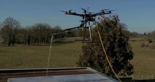 Drone pour nettoyer des panneaux solaires photovoltaïques