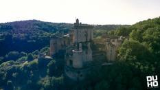 Photographie aérienne d un château par pilote de drone a Agen