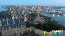 Photographie aérienne village bord de mer dans la manche