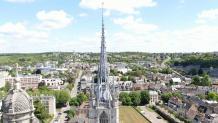 Photo aérienne par drone flèche de la cathédrale Notre Dame