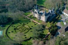 Pilote de drone photo dans le ciel de bourgogne franche comte