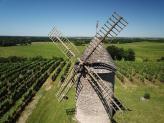 Prise de vue aérienne dans les Landes, moulin a vent