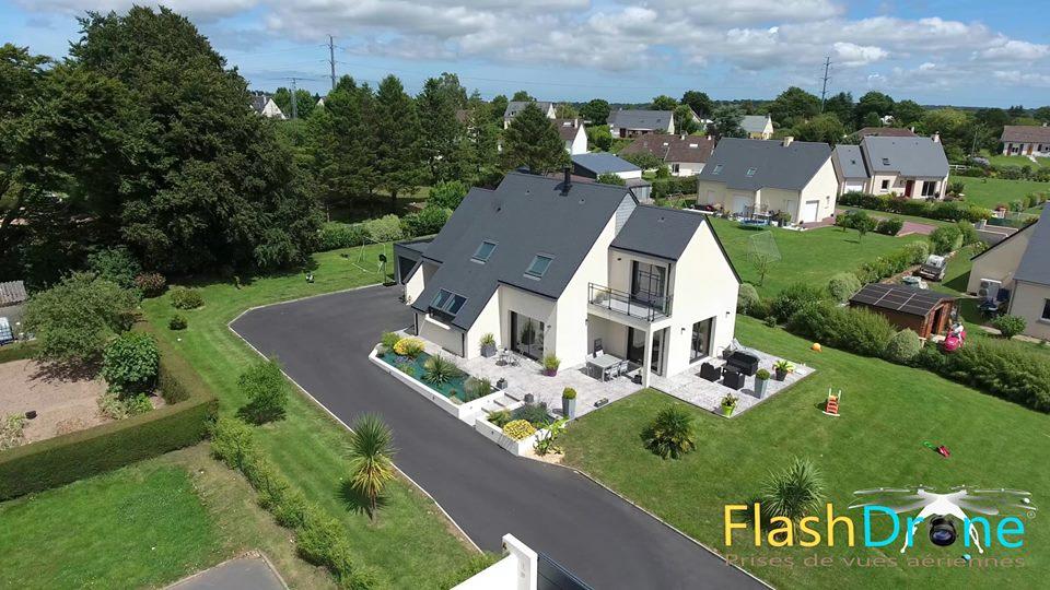 Pilote de drone dans la manche vue a rienne en normandie - Google vue des maisons ...