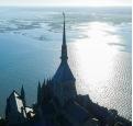 Prise de vues aeriennes du mont saint michel par un drone 1