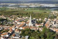 Prises de vue aérienne par drone d'une ville en Pays-de-la-Loire