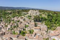 Provence alpes cote d azur vue aerienne du village de lacoste dans le luberon