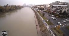 Quai de Seine vue du pont de Levallois-Perret en fond le quartier de la Défense