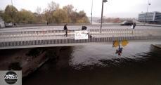 Technicien inspectant le pont d'Issy les Moulineaux
