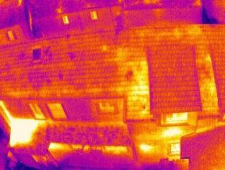 Thermographie aerienne d'une maison par drone