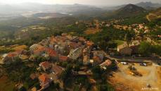 Village dans les montagnes corse photographie par un drone