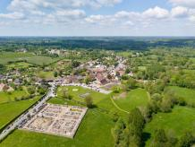 Village en vue aérienne par drone sur Châteauroux dans l Indre