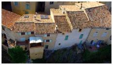 Vue aérienne d'une maison dans le ciel d'Auvergne