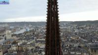 Vue aerienne de la fleche de la cathedrale de rouen par drone