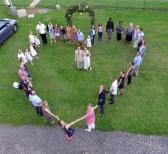 Vue aérienne de mariage par drone dans le Tarn
