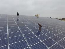 Vue aérienne de panneaux solaires photovoltaïques