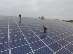 Vue aerienne de panneaux solaires photovoltaiques